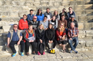 Gruppenfoto Zypern-Exkursion 2016, antikes Theater von Kourion