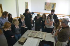 Übung Handschriften Sebastian Watta mit Studenten
